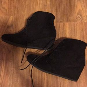 Black wedge boots short size 9